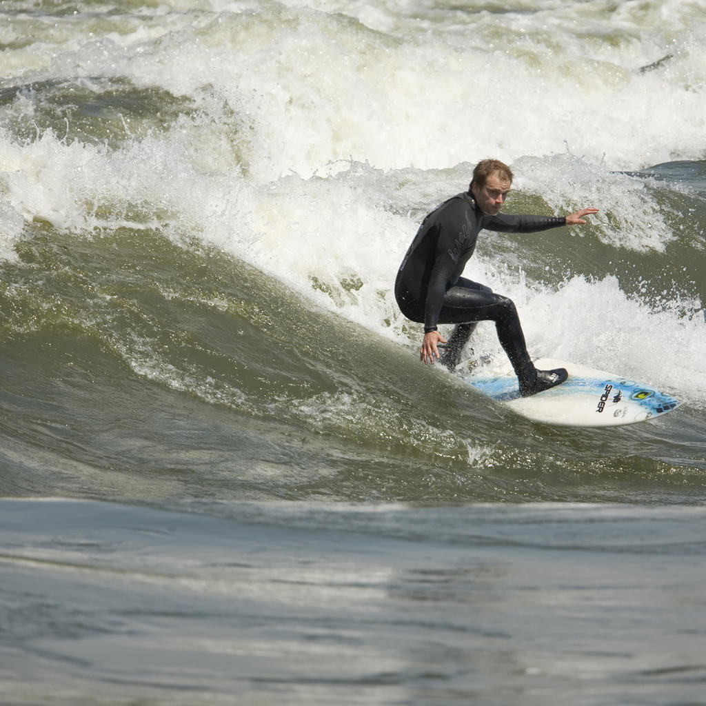 Surfing in Montreal: indoors or on the St. Lawrence...