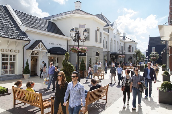 Visit participating McArthurGlen Designer Outlets in Europe and enjoy an  additional discount of 10% on top of Outlet price . dde614bcde7